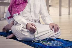 Muslim man using beads to dhikr Stock Photography