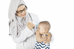 Muslim pediatrician checking her patient Royalty Free Stock Photography