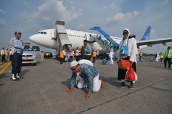 Muslim pilgrims arrived in Indonesia after finished the annual haj Stock Photos