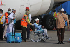 Muslim pilgrims arrived in Indonesia after finished the annual haj Stock Images