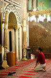 A Muslim prays at the Al-Ibrahimi Mosque Royalty Free Stock Photography