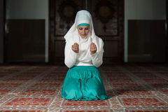 Muslim Woman Praying In Mosque Stock Photography