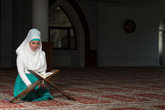 Muslim Woman Reading The Koran Royalty Free Stock Images