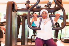 Muslim Woman is Training in Gym Royalty Free Stock Photography