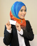 Muslimah business woman in head scarf with white card Royalty Free Stock Photo