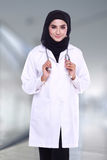 Muslimah doctor isolatedon blur background Royalty Free Stock Photos