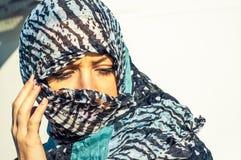 Muslimflicka som ha på sig higab Arkivfoto