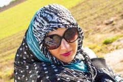 Muslimflicka som ha på sig higab Royaltyfri Bild