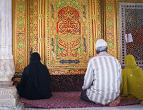 Muslims praying in Nizamuddin shrine, New Delhi Stock Photography