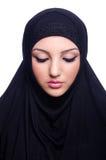 Muslimsk bärande hijab för ung kvinna Arkivfoton