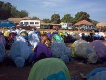 Muslimsk bön i Bafata Guinea Bissau Fotografering för Bildbyråer