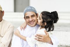 Muslimsk fader och hans dotter royaltyfri fotografi