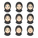 Muslimsk flickasinnesrörelse vänder mot tecknade filmen Kvinnauttrycksframsidor Arkivfoton