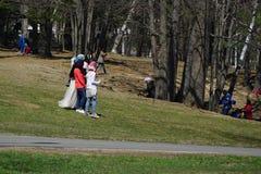 Muslimsk gemenskappicknick i parkera (2) Arkivfoto
