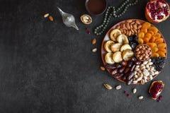 Muslimsk Iftar mat royaltyfria bilder