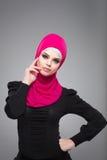 Muslimsk kvinna i hijab Arkivbilder