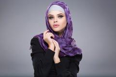 Muslimsk kvinna i hijab Royaltyfria Bilder