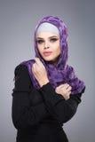 Muslimsk kvinna i hijab royaltyfri foto