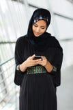 Muslimsk kvinnaemail Royaltyfria Bilder