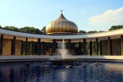 Muslimsk moské och halvmånformig Royaltyfria Foton