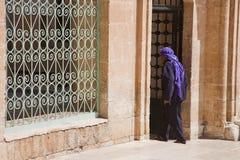 Muslimsk skrivande in moské Arkivbilder