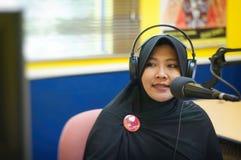 Muslimsk TV-presentatör Arkivfoton