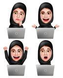 Muslimska arabiska kvinnavektortecken ställde in arbete med bärande hijab för bärbara datorn Royaltyfria Bilder