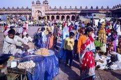 Muslimska familjer på Fatehpur Sikri Eid Festival i Indien arkivbild