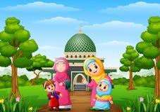 Muslimska kvinnor med sonen och hennes dotter med moskén i parkera stock illustrationer