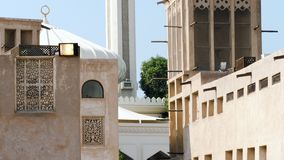 Muslimska män ber i en moské arkivfilmer