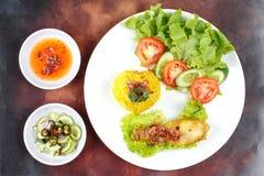 Muslimska ris för gul jasmin med höna, Halal mat Fotografering för Bildbyråer