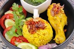 Muslimska ris för gul jasmin med höna, Halal mat Royaltyfri Fotografi