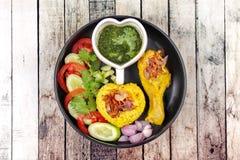 Muslimska ris för gul jasmin med höna, Halal mat Royaltyfria Bilder
