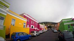 Muslimskt Bo-Kaap område av Cape Town, med ljusa härliga hus fotografering för bildbyråer