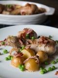 Muslo del pollo asado Imagenes de archivo