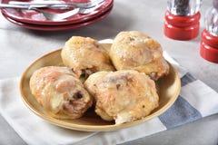 Muslos cocidos del pollo con queso Foto de archivo