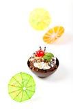 Sobremesa. Copo da brownie da musse do Sundae com cereja Foto de Stock Royalty Free