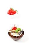 Sobremesa. Copo do chocolate com cereja Fotografia de Stock Royalty Free