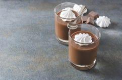Musse feita e deliciosa fresca com merengue Petisco saboroso do chocolate para o bom humor foto de stock royalty free