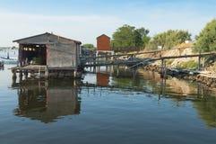 Mussel kultywacja, chałupy przy Scardovari laguną, Po& x27; rzeczna delta obraz royalty free
