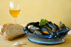 Mussels In Blue Dish Royalty Free Stock Photography
