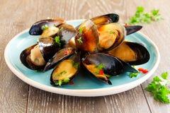 Mussels gotujący w winie zdjęcie royalty free