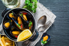 Mussels in pan on rustic background Stock Photography