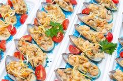 Mussels piec na soli Zdjęcie Royalty Free