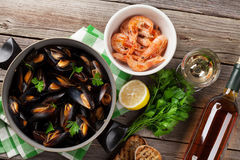 Mussels, prawns and white wine Royalty Free Stock Photo