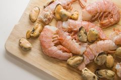 Mussels and Shrimps on wooden board Royalty Free Stock Photography