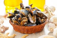 Mussels w koszu Obraz Royalty Free