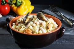 Mussels zupni z fasolą i makaronem Zdjęcie Royalty Free