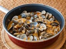 Musslor som lagas mat i receptet royaltyfria bilder