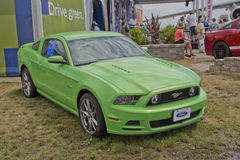 Mustang 2012 de Ford do verde Foto de Stock Royalty Free